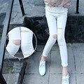 Primavera otoño niñas pantalones de las polainas de cintura alta agujeros rasgados poco grande shinny blanco negro pantalones de los niños ropa de las muchachas 2017 nueva
