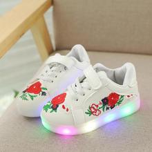 6d263bdb Детская обувь со светодиодной подсветкой Мода 2018 Новая Осенняя вышитая  детская светящаяся спортивная обувь Chaussure мальчики