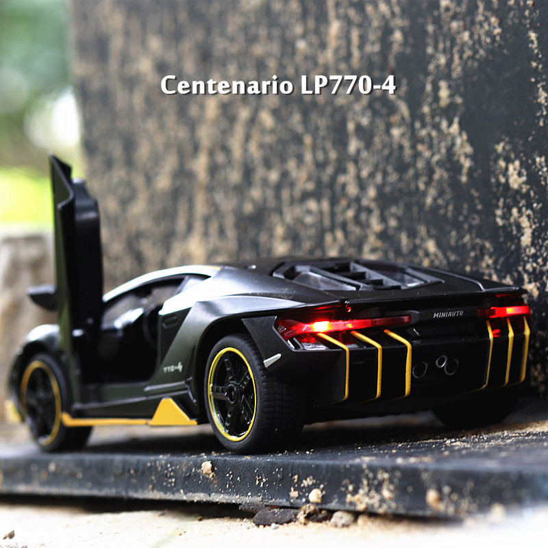 LP770 1:32 Lamborghinising Car Alloy Sports Model Diecast Sound Light Super Racing Lifting Tail Hot Wheel For Children