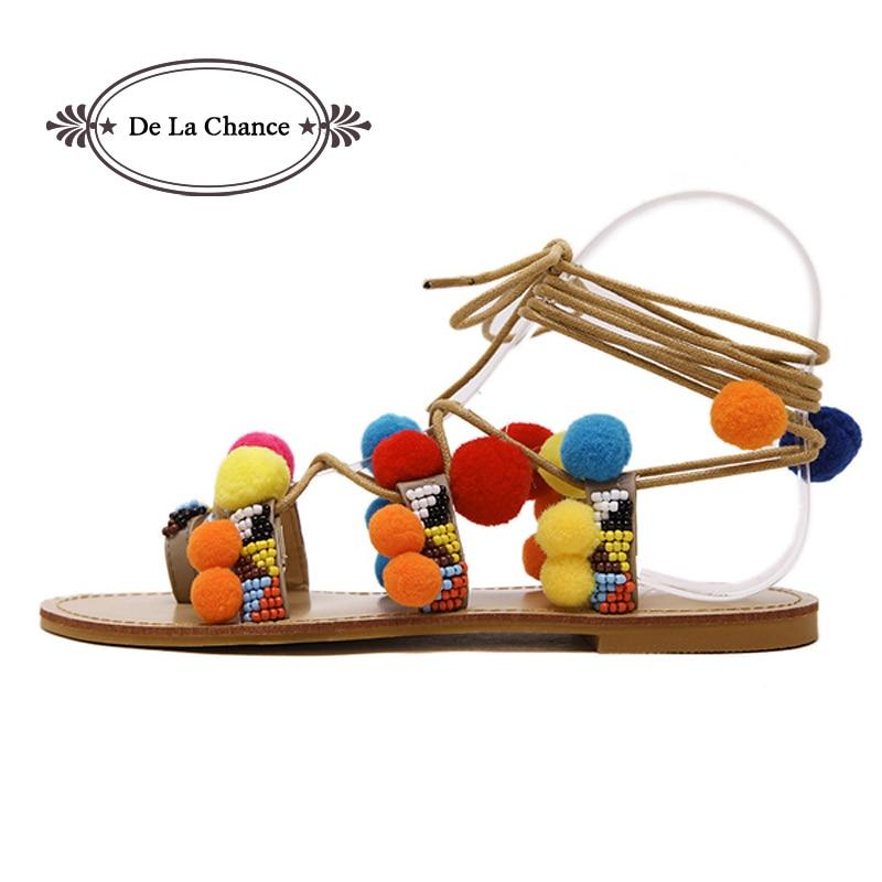 Sandalet e De La Chance Flat Femra Verë 2017 2017 Sandale të reja me dantella Pompoms Rrip kyçin e këmbës Gladiator Verë femra Sandale Leisure