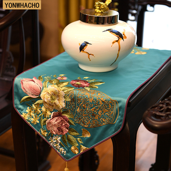 Chinese embroidered classical gold TV cabinet table bed flag table runner N553