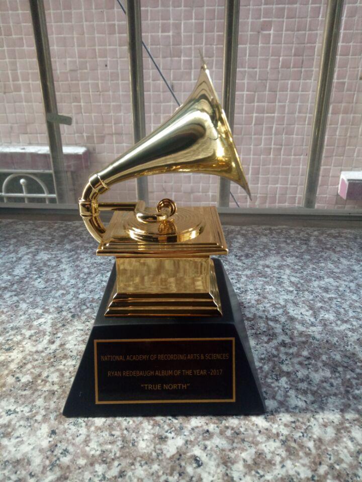 Грэмми Граммофон Сувенирный Премии Металла Трофей 1:1 Масштаб Размер NARAS Музыкальных Статуя