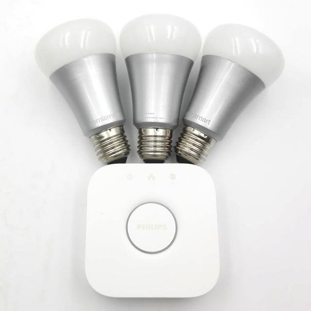 Embalado con una tonalidad tono briage y 3 compatible control inalámbrico rgb luces led e27 bombilla inteligente control by hue