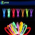 """100 unids! 8 """"Multi Color Del Resplandor Glowsticks Palo de Luz Collar de Las Pulseras de Navidad Fuentes Del Partido Lightstick Fluorescente de Neón"""