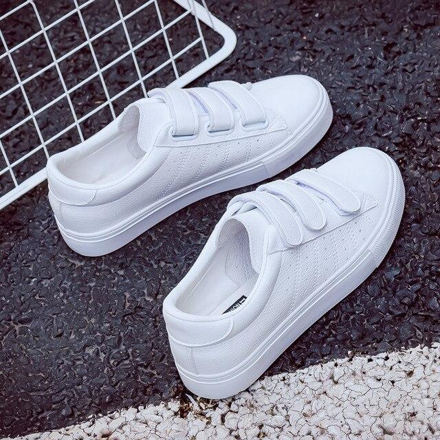 2018 yaz yeni moda kadın ayakkabı rahat yüksek platformu delik PU deri çizgili basit kadın rahat beyaz ayakkabı sneakers