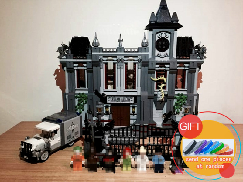 07044 1685Pcs Super Hero Series The Batman Asylums Building Blocks Children Educational compatible with 10937 toys lepin new lepin 16009 1151pcs queen anne s revenge pirates of the caribbean building blocks set compatible legoed with 4195 children