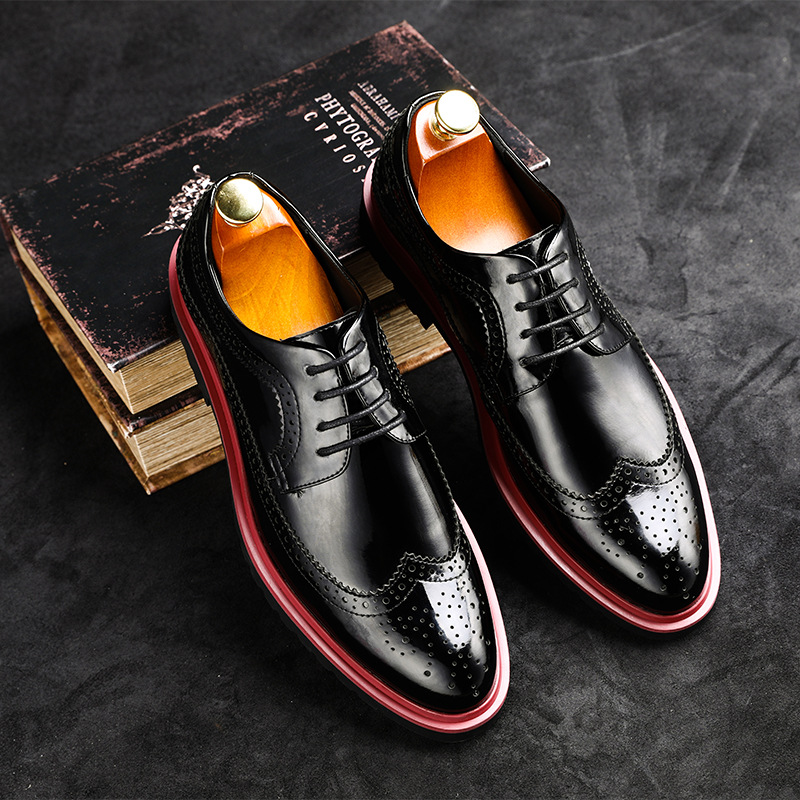 New Fashion Casual Men brogue shoes Spring Autumn Winter Fashion male Mens Dress party Shoes breathable lace up patent leather