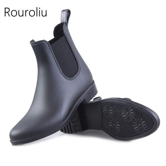 250d9edbbd5e6 Rouroliu Femmes Mode PVC Pluie Bottes Talons Plats Cheville Élastique Bande  Rainboots Mat Couleurs Chaussures Bottes