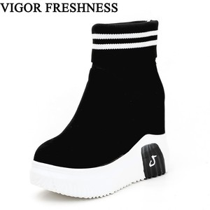 Image 1 - Vigor frescura mulher sapatos ankle sock botas mulheres super salto alto curto elásticos botas sapatos de outono tênis plataforma wy187