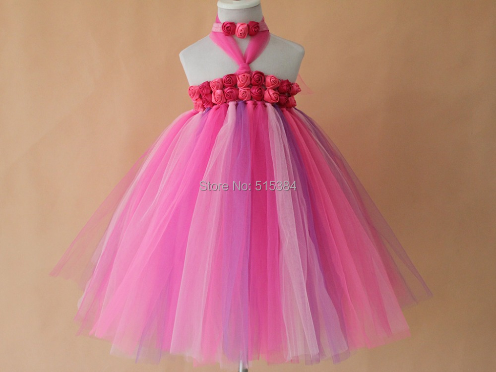 っHermoso color brillante partido de las muchachas del vestido del ...