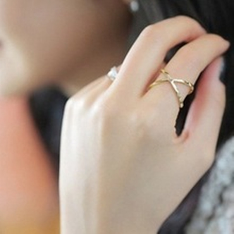 Cheap women's fashion explosion models hollow point x cross-dimensional female ring wholesale