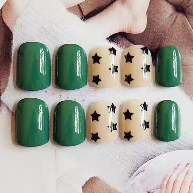 Shiny False Nails Black Green Fake Nail Tips Nude Base Black Star ...