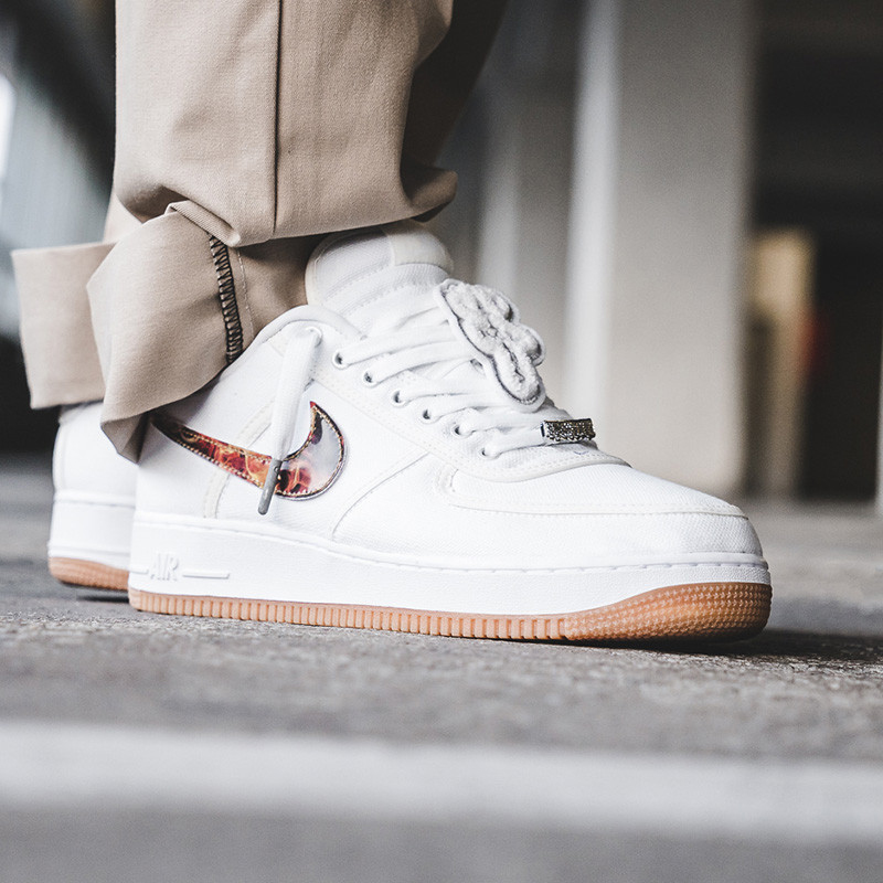 lowest price 191fc affad Questions détaillées Questions sur Nike Air Force 1 Bas Travis Scott ...