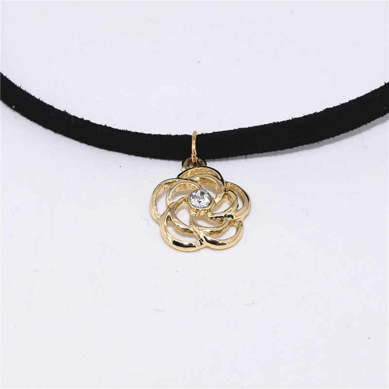 2019 New Arrivals Fashion Collares Collier Black Velvet Leather Hollow Rose Flower Pendants Chokers Necklaces For Women Jewelry