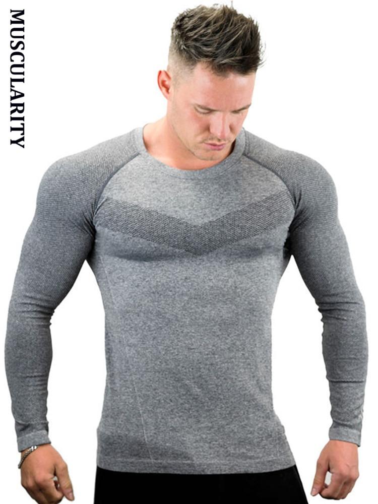 Musculatura de los nuevos hombres T camisa los hombres musculosos de  compresión Tops Homme culturismo Fitness camisetas con manga larga de  poliéster cade3782db0
