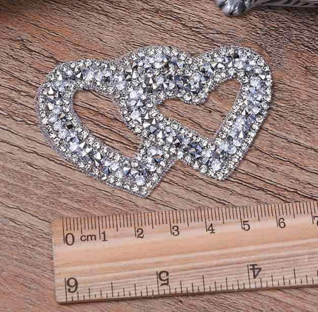 Hot Catatan Jantung Bordir Menjahit Patch untuk Pakaian dengan Berlian Rhinestones Hitam Besi Pada Tongkat Bordiran Jersey