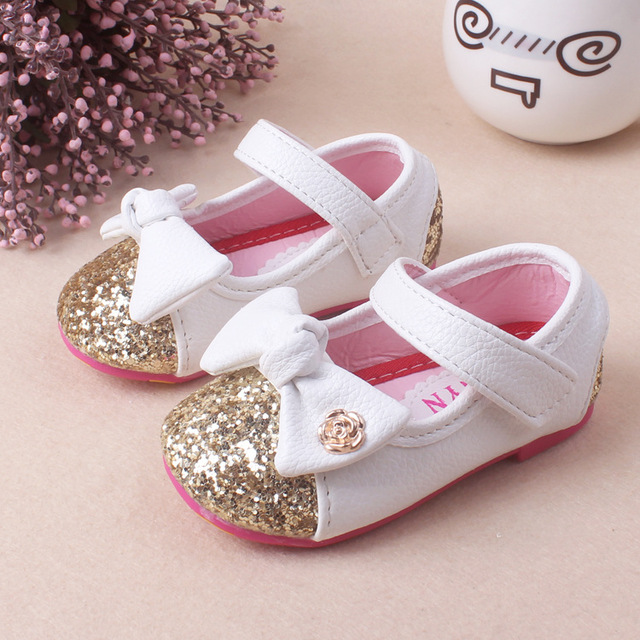 2017 Baby Girl Princess Sparkly Fashion Children Shoes Bowknot Cute Baby  Shoes Princess Gold Silver Sole Soft Shoes 5d286b264