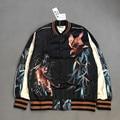 Águila y tiger impresión diseñador chaqueta de bombardero kpop rockstar stage uniforme para hombre 2017 nuevas telas de satén cuello alto chaquetas varsity