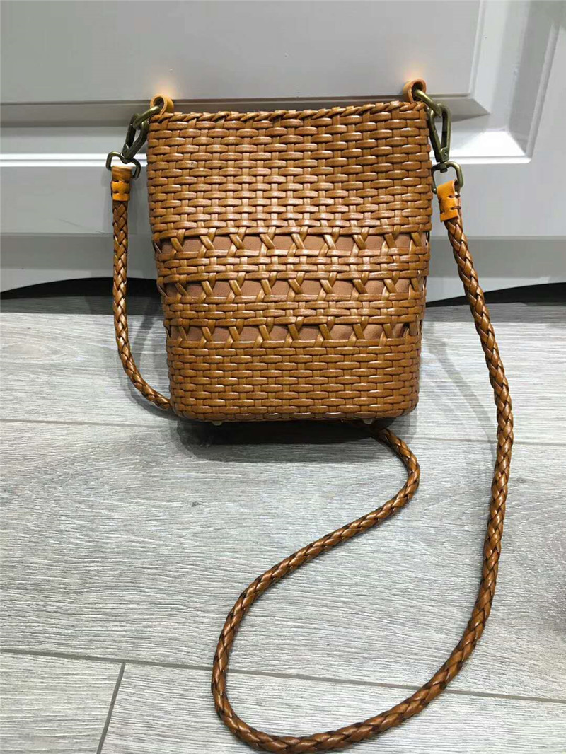 DIOLEVY Brands Newest Hotsale Woman Bag Hollow out hand Weave Leather HandBag Crossbody Vintage Small Shoulder Messenger Bag