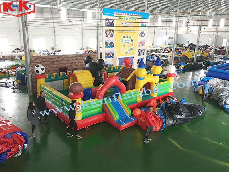 Sport Theme Inflatable Bouncy Playground Inflatable Bouncer With Slide