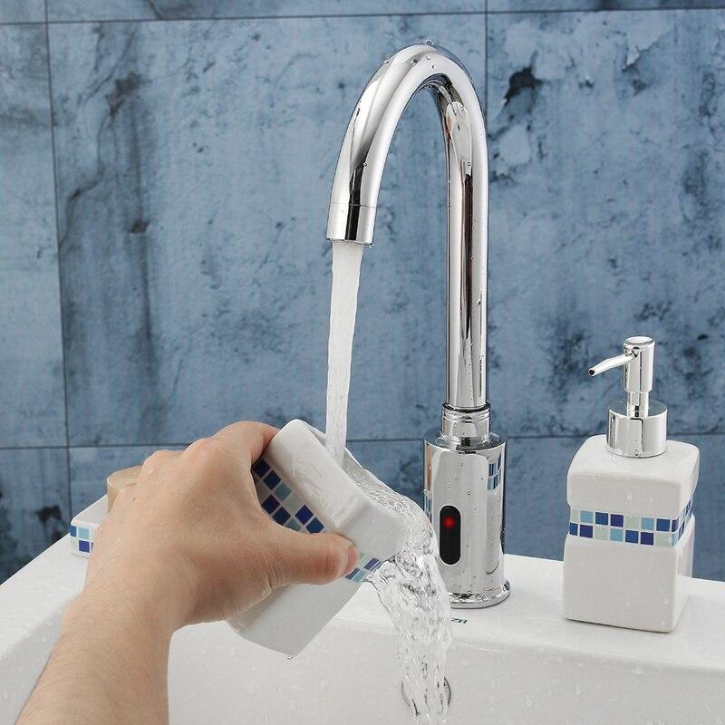 Mãos Tocam Controle Eletrônico Automático Sensor Torneira de Água Da Cozinha Sem Alça Pia Do Banheiro Torneira Quente E Fria Bacia Torneira Sentido