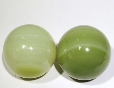 Afghanistan's natural jade ball handball elderly health care ball solid hand in hand massager old man try movement