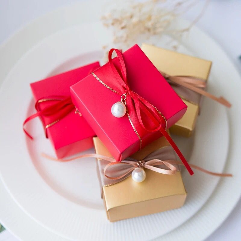 Free Shipping 50pcs Wedding favor boxes luxury peal diamond decoration candy box red gold paper Jewelry