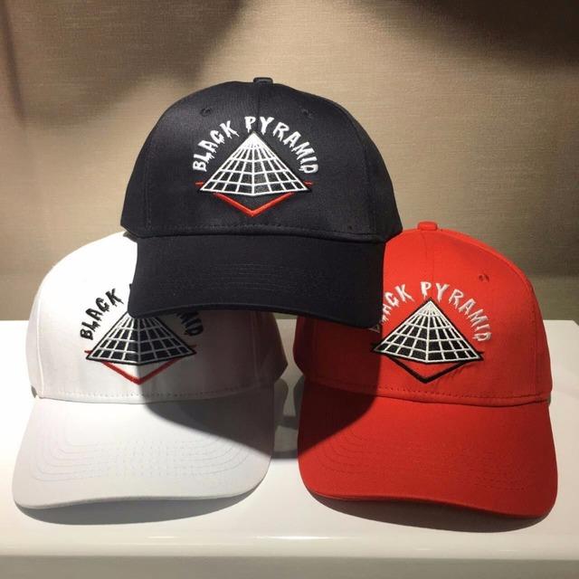 PIRÂMIDE PRETO Marca Skate Bonés de Beisebol 2017 Algodão Das Mulheres Dos Homens Tampas de Hip Hop Streetwear Moda Mens Chapéu de Sol Vermelho