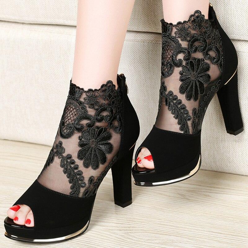 Centennial Новинка 2017 года; туфли на высоком каблуке с грубой газовый кружевной открытый носок женские босоножки 1028