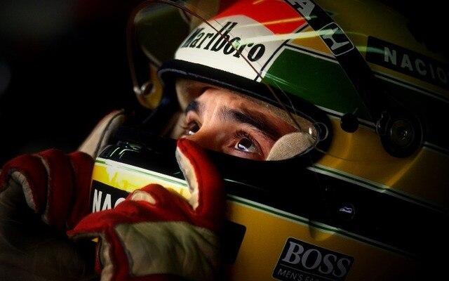 Stylish Nice Home Decor Retro Poster Personalizado motorista de carro de Corrida Ayrton Senna Clássico Adesivos de Parede Da Lona Frete Grátis 50X75 CM