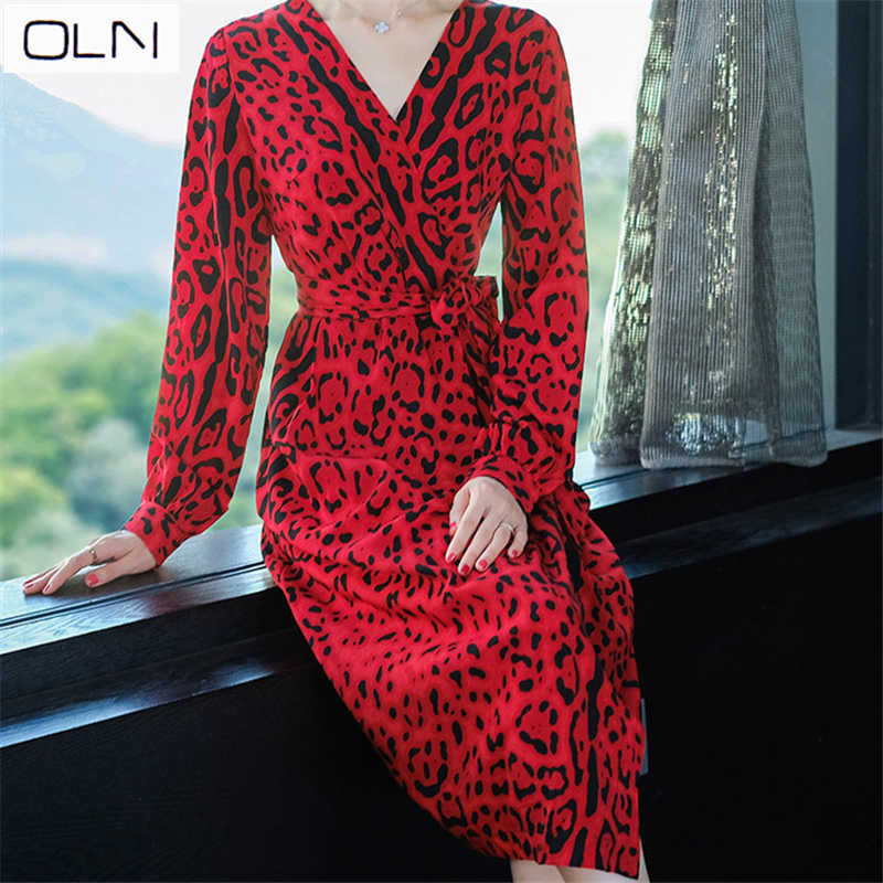 455a4825e4 2019 spring new style French niche retro ladies temperament red lantern  sleeves V-neck leopard