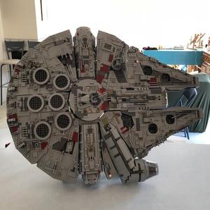 Image 2 - 407pcs כוכב MOC מלחמת המילניום צעצועי פלקון אנכי תצוגת Stand תואם עם 05132 75192 אולטימטיבי אספן של דגם