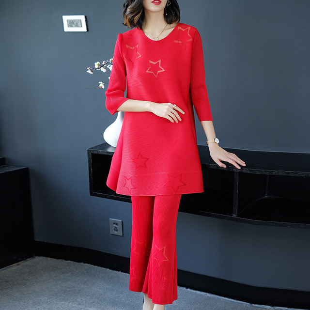 Plus Size Women Sets 2018 Spring Fashio Two Piece Set Star Hollow Out Loose Top + Calf-Length Wide Leg Pants Miyake Pleats Suits