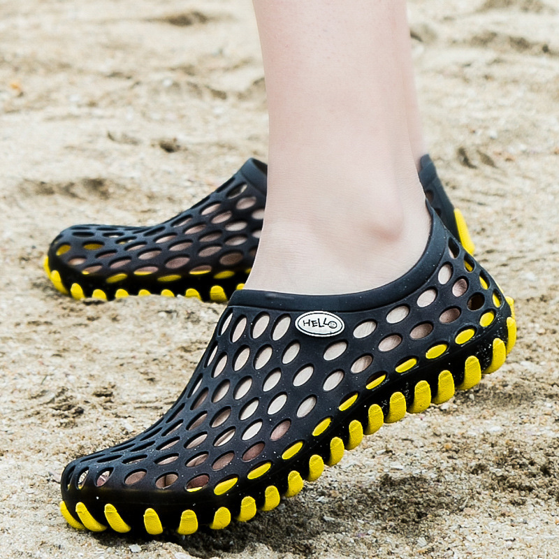 2018 Summer men sandals breathable hollow hole beach shoes men flip flops casual outdoor slip on beach male slippers