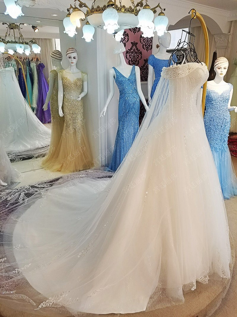 Real Pictures Boat Neck Long Sleeves Beaded Crystals A Line Wedding Dresses Vestidos Novias Sequined Court Train Bridal Dress