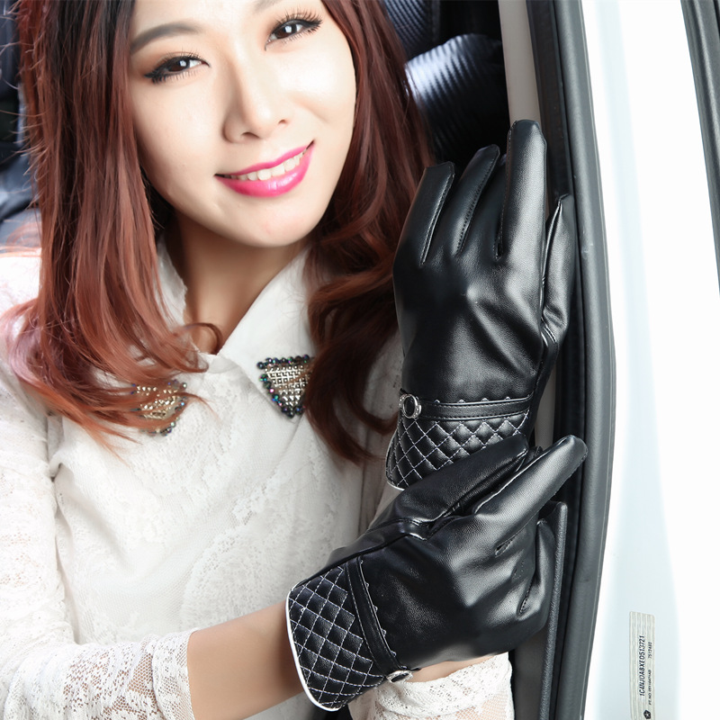 The wind and rain in autumn and winter and warm touch of black leather gloves with wool