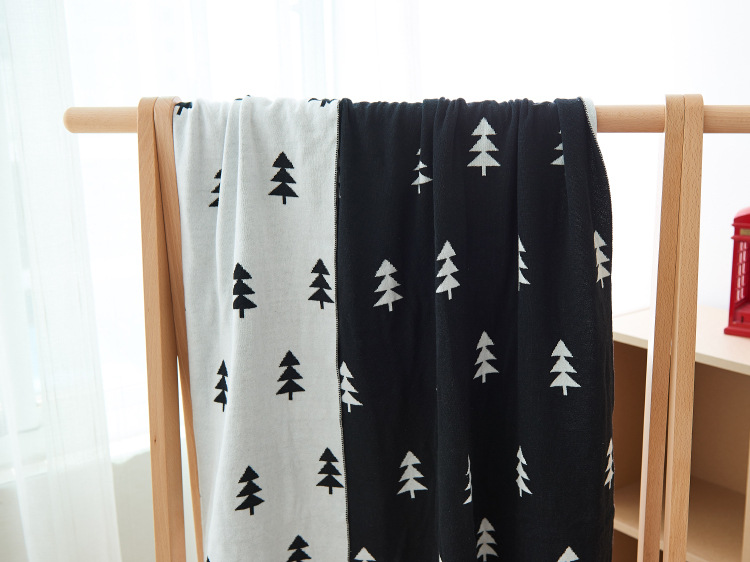 ФОТО Cartoon Deer Tree Hill Blanket Kids Knitted Thick Air Conditioning Blanket Swaddle Newborn Photography Props Free Shipping 1pcs