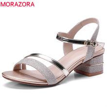 dc4c47131 MORAZORA 2018 chegam novas mulheres sandálias simples fivela de verão  sapatos da moda cores misturadas confortável