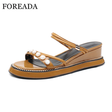FOREADA plataforma sandalias zapatos de cuero genuino mujeres cuñas tacones  altos verano Casual perlas sandalias 2018 aaa8fec2d917