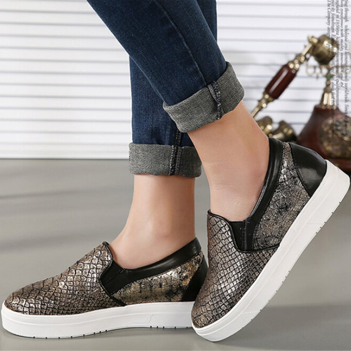 1a990c746611 Fashion Sparkly Slip-On Round Toe Lady Flat Shoe Summer Korean Style Solid  Color Soft Leather Trendy Women Shoe Sizes 35-39