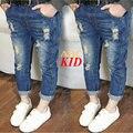 Синие Джинсы для девочек джинсы штаны детей случайные разорвал джинсы для детей проблемных жан брюки kalhoty на новый год KD138