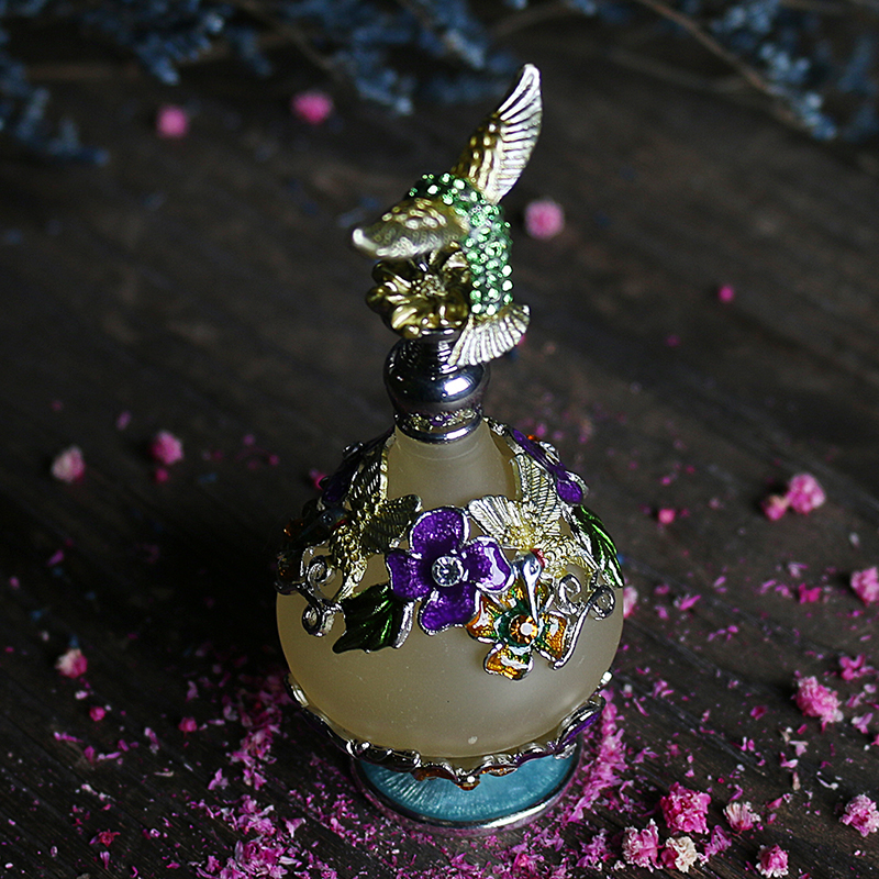Image 5 - H&D 25 Kinds Antiqued Style Glass Refillable Perfume Bottle Figurine Retro Empty Essential oil Container Home Wedding Decoration-in Refillable Bottles from Beauty & Health