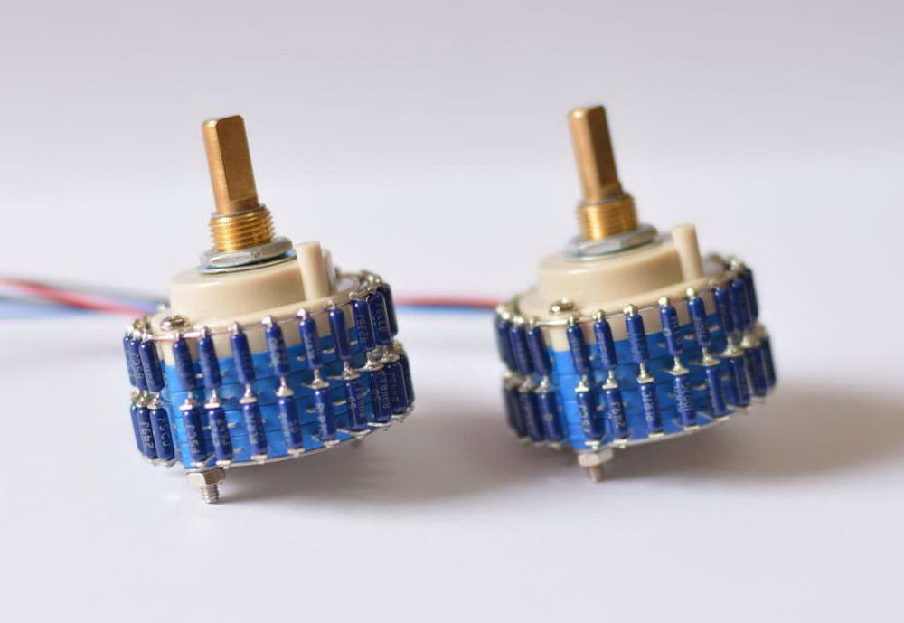2015 NEW HIFI-STORE one pair 24 steps Blue dale Resistor L-Type mono volume potentiometer L1511-22