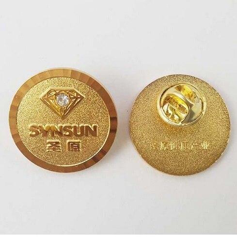 Apprensivo Personalizzata In Metallo Morbido Smalto 2d/3d Badge Pins, Pins Con Farfalla Cluth