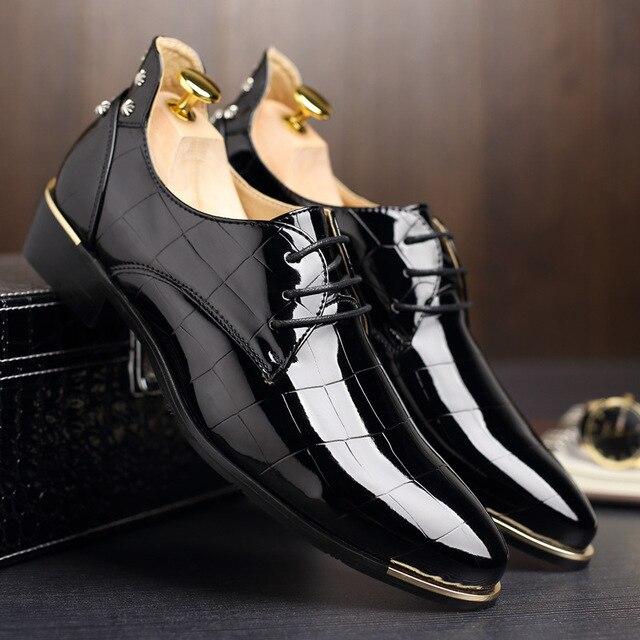 Заклепки Мужская обувь Танцевальная Вечеринка Туфли под платье Лакированная кожа острый носок церемонии свадебные туфли для Для мужчин плюс Размеры черный
