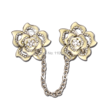 MZC 2016 New Design Double White Rose Flower Broches Female Rhinestone Jewelry Party Dress Link Chain Broach Corsage X1392