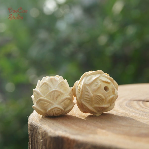 Natural yellow boxwood hand carved lotus flower pendant tiny