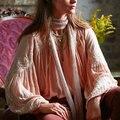 Blusa de la mujer blusas de algodón de moda de manga larga bordado floral Cuello En V Profundo más tamaño sexy blusa hippie chic blusas 2017