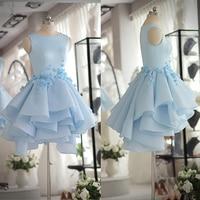 Robes de bal 2017 réservoir sans manches bleu clair organza longueur au genou soirée courte dress avec perles et fleurs à la main dress de bal