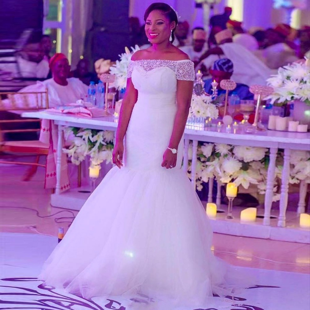 White Wedding Dress With Black Flowers: Elegant White Lace Princess Wedding Dresses 2019 African